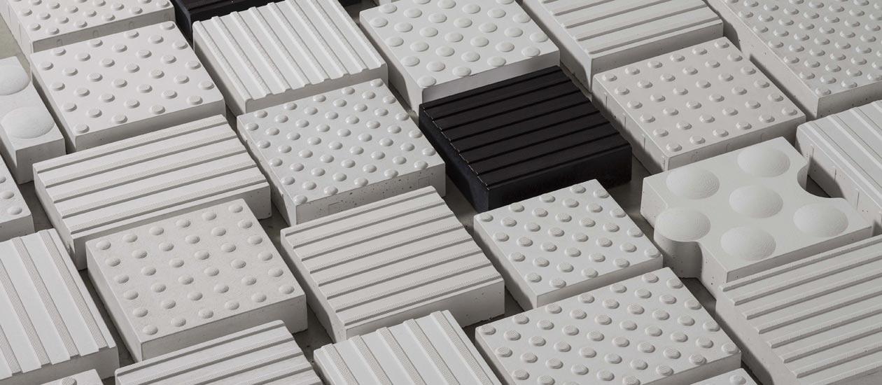 Verschiedene Bodenindikatoren von Knapp. In Anthrazit und in weiß erhältlich.